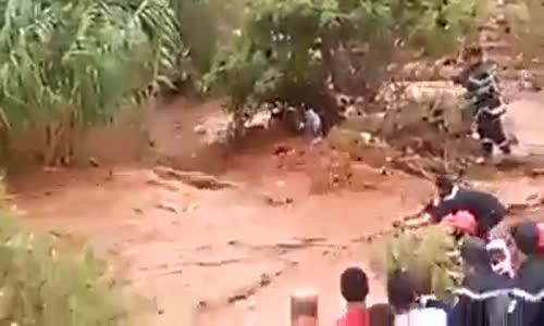 انقاذ أطفال جرفهم الوادي كادوا أن يلقوا حتفهم ... الحزائر