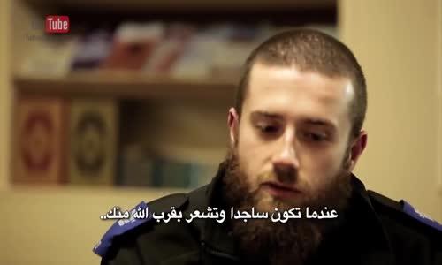 الله أكبر...ماذا يفعل هذا الشرطي البريطاني ؟  British Police Officer Converts to ISLAM and crying