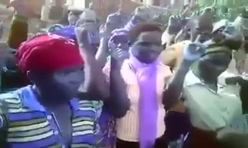 إسلام أحد كهنة الكنيسة الكاثوليكية، في دولة رواندا، وتبعه جميع رعايا كنيسته البالغ عددهم 480 فردا،