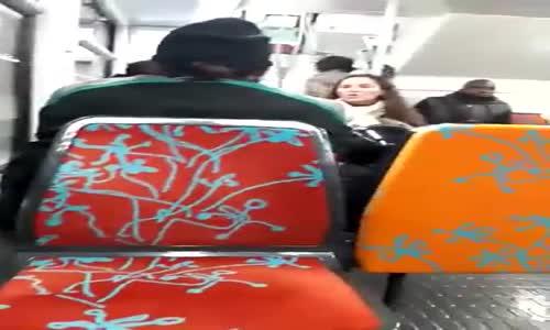 Elle agresse un homme en djellaba dans le RER_HIGH