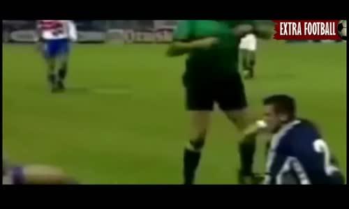 اغرب 10 بطاقات حمراء جنونية و مضحكة في تاريخ كرة القدم لقطات مضحكة جدا