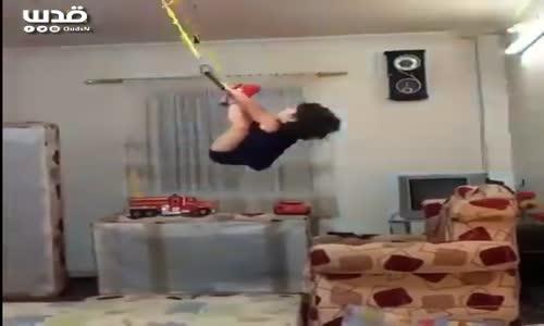 #شاهد: قدرات هائلة لطفلة في رياضة الجمباز!!