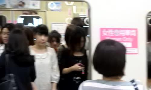 منع الاختلاط في اليابان | قطارات خاصة للنساء للحد من حالات التحرش الجنسي