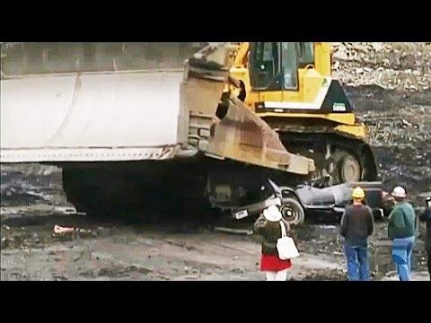 Komatsu D575A أضخم بلدوزر في العالم كوماتسو