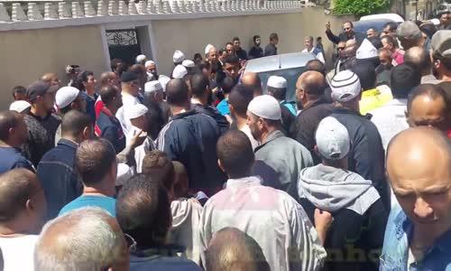 الشرطة بالزي المدني تُخرج الشيخ علي بن حاج من المسجد وتمنع المصلين من مصافحته