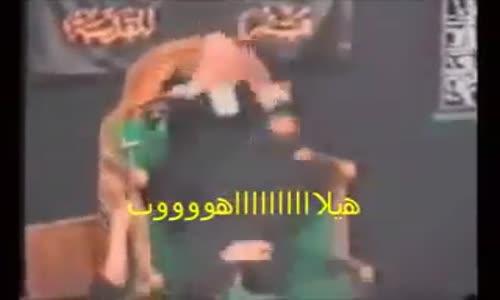 وجلس على صدره  و قبض على شيبته  اضحك مع الشيعة