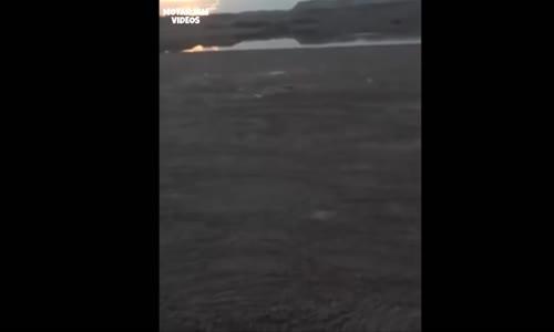 عاجل _ مواطن سعودي يحذير من رمال متحركة فوق ماء  في منطقة القريات