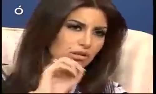 سورية تسخر من ابناء فرنسا في الجزائر ممن استقبلوها في الحفل  تقول انا لست ابنة شوارع فرنسية انا سورية ؟