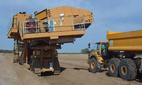 awesome earth mover machinery