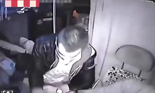 Good samaritan helps fight off armed thief