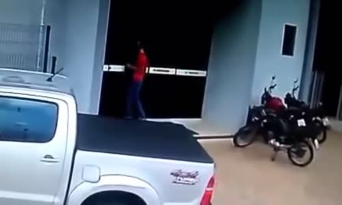 Attempted robbery in Brazil goes wrong