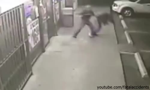 Shoplifter gets his Ass Kicked by Convenience Store Owner