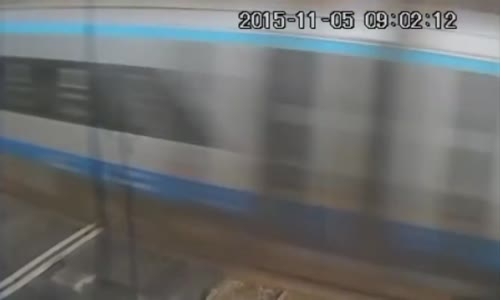 A bicyclist vs a train