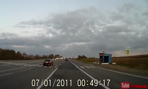 Lost trailer drifts into oncoming traffic