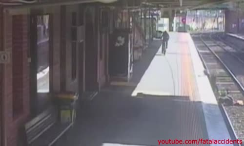 CCTV captures the moment when a toddler in pram plunge onto Melbourne train tracks