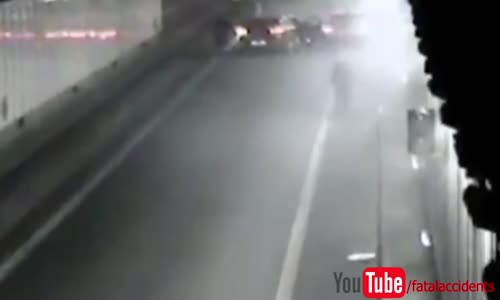 Impressive 200km_h accident during police chase
