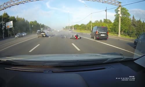 Biker gets pulverized in high speed collision