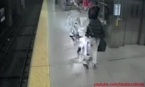 Bystanders Rescue Woman Fallen on Subway Tracks