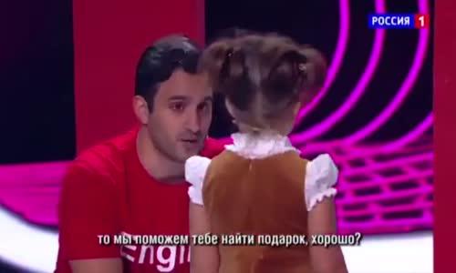 طفلة روسية تتحدث 7 لغات : روسية - إنجليزية - ألمانية - إسبانية - فرنسية - صينية - عربية