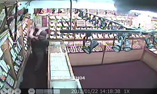 Jewellers fend off armed robbers with nitric acid