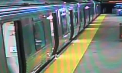 Man Robbed Tased & Pushed Onto Tracks