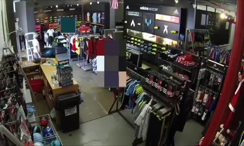 8 suspects shoplift clothing store in New York
