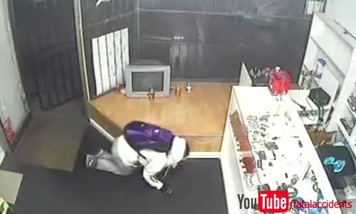 Pakistani Shop Owner beats up robber