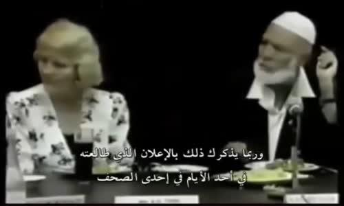 أحمد ديدات يجيب و يدافع عن  المرأة  التي يعتبرها الغرب بضاعة تباع امام حضور رجال أعمال
