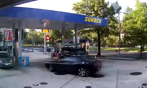 Woman Clueless As Her Purse Is Snatched While Pumping Gas