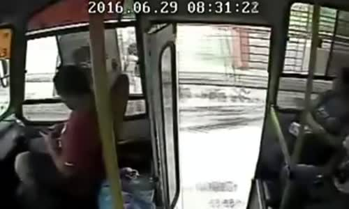 Oil industry worker assassinated on bus