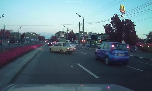 Idiot road rager gets instant karma
