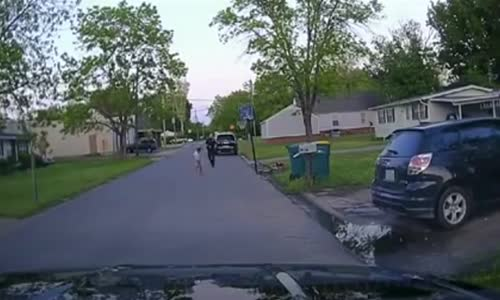 Cops Stop To Play Basketball With Child