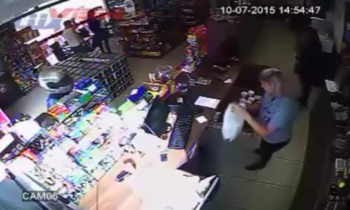 Brave customers takes care of thief who robbed gas station
