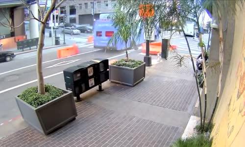 San Francisco Tour Bus Lost Control_Crash