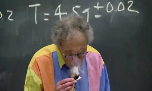 الدكتور والتر لوين الفيزياء و الضوء شرح رائع جدا هكذا الاساتذة الرائعون