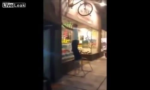شاهد ماذا حدث لشاب مجنون حاول ركوب دراجة ملتصقة بالحائط