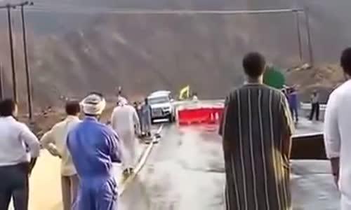 اماراتي ينجو باعجوبة من انهيار مفاجىء فى احد الجسور