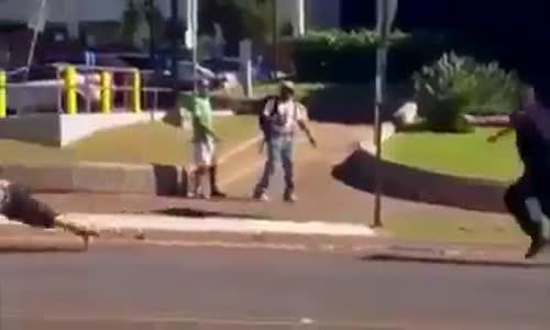 شرطي سمين يصعق شاب حاول الهرب منه