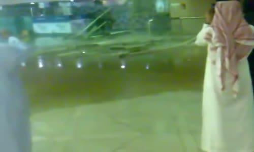 انهيار سقف مطار الملك خالد في الرياض بسبب غزاره الامطار