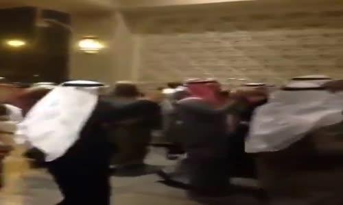 زوج كويتي يختار الحنطور ليذهب الي حفل زفافه