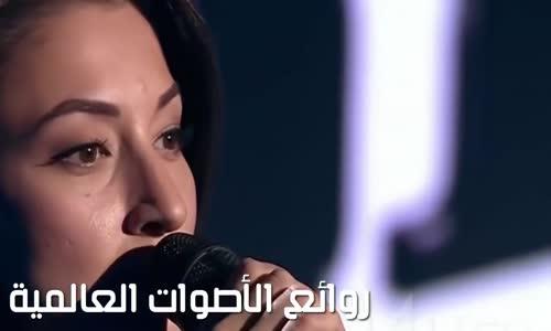 إبنة أحد حكام  _ذا ڤويس The Voice_ تشارك في البرنامج فهل سيتعرف أبوها على صوتها أم لا ؟ (مترجم)