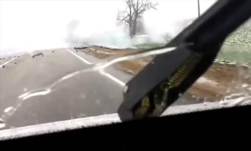 البرق يفجر سيارة لصوص خلال مطاردتهم
