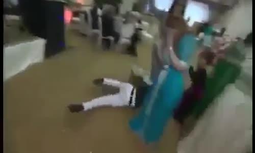 لحظة وفاة طبال عربي امام المدعويين في حفل غنائي مباشر