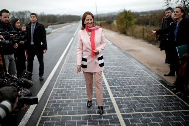 la première route solaire au monde تدشين أول طريق لانتاج الطاقة الشمسية في العالم