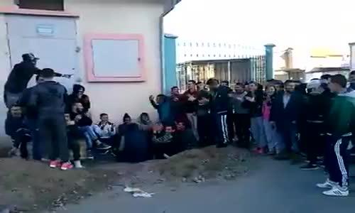 شباب بجاية يقصفون الحكومة في أغنية رائعة
