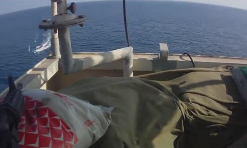 هجوم قراصنة على سفينة لكن الحراس امطروهم رصاص بالرشاشات الالية