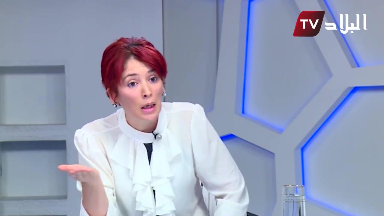 خارفة ( مجنونة )  جزائرية تطالب بالمساواة بين الرجل والمرأة في مجال الميراث