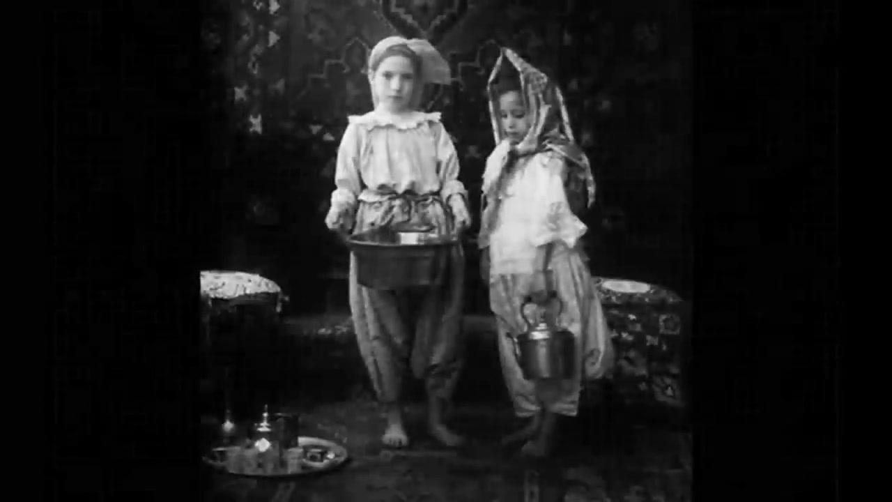 أطفال الجزائر قبيل الإستعمار الفرنسي  مع اغنية طيري يا طيارة طيري  فيروز