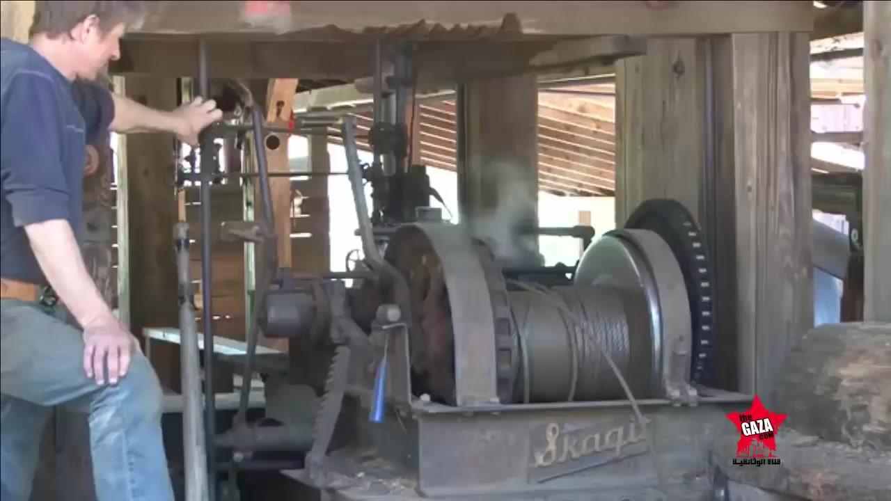 اكبر منشار دوار يعمل على بخار و يقطع الاخشاب