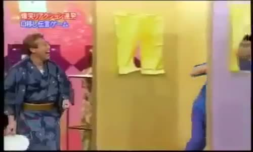 مسابقة يابانية مضحكة و مقرفة عملية نقل الضفادع عبر الفم